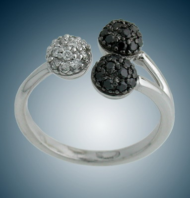 Ring with white and black diamonds